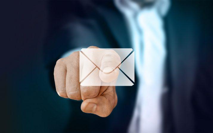Contact doigt enveloppe